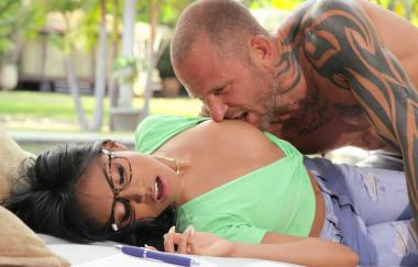 Ember Snow, Scott Nails – Macht mich nass (RealityKings)